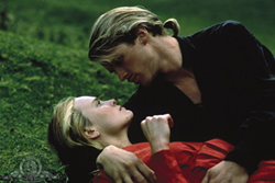 WESTLEY AND HIS PRINCESS (CARY ELWES AND ROBIN WRIGHT).