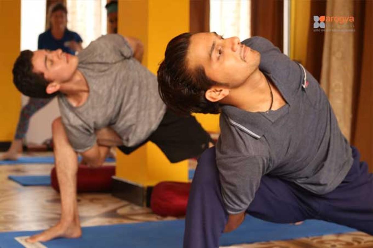 yoga-retreat-in-india.jpg