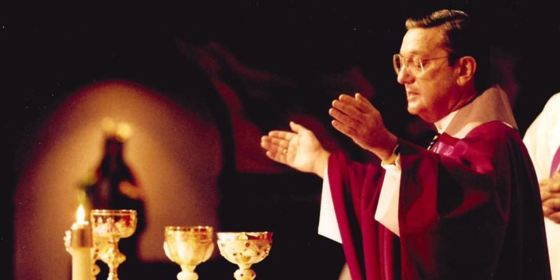 Bishop Anthony Pilla celebrates mass.