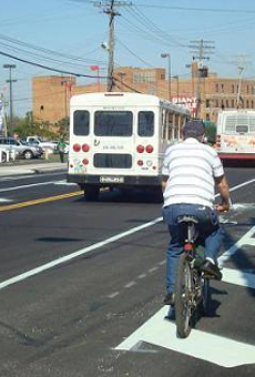 "Cities Around America Respond to Cleveland's ""Backwards"" Bike Lanes, And Everyone Agrees We're Doing It Wrong"
