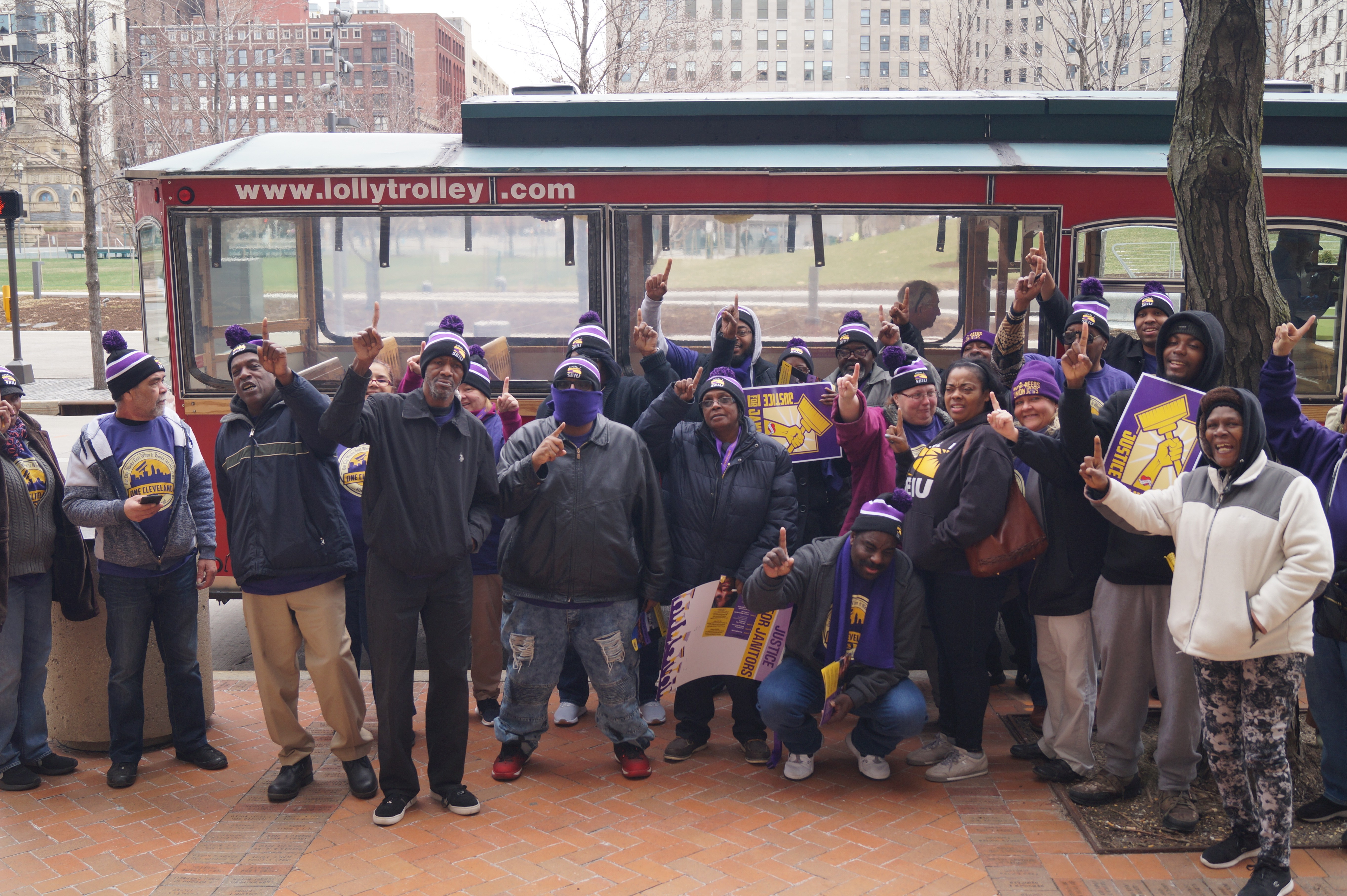 SEIU Janitors at ArcelorMittal are Latest to Ratify New