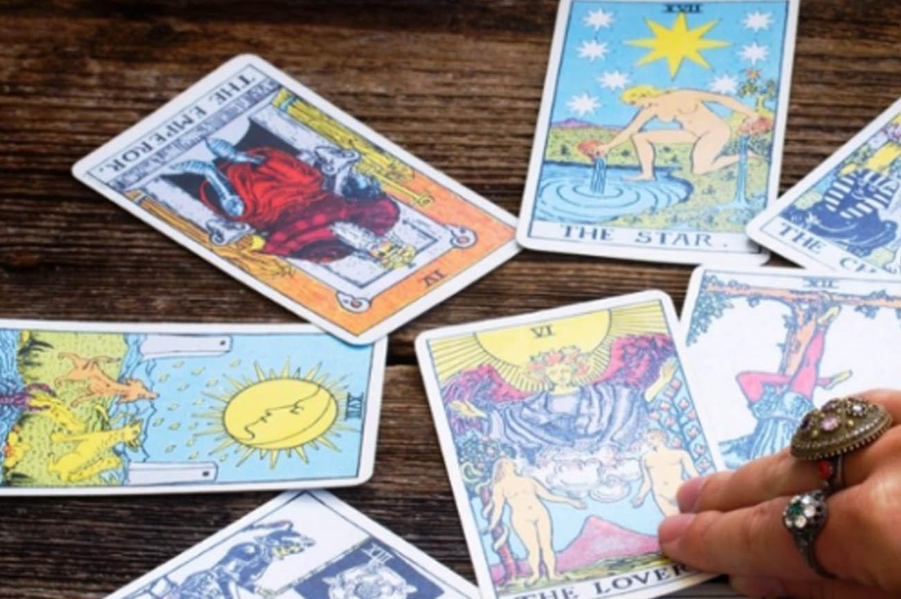 Best Online Tarot Card Reading Sites For Free & Accurate Readers ...