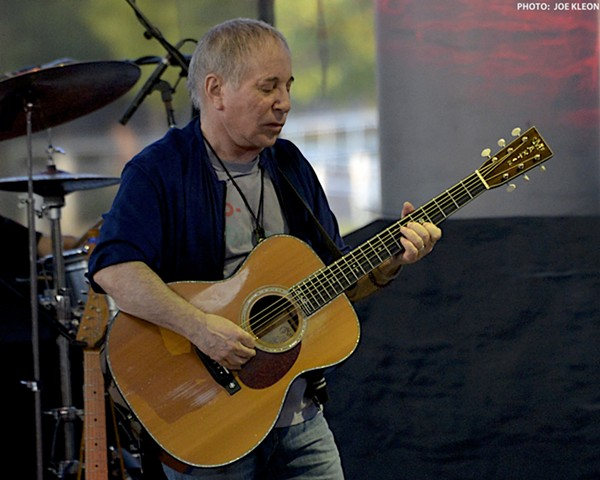 paul simon delivers career spanning set at jacobs pavilion at nautica scene and heard scene 39 s. Black Bedroom Furniture Sets. Home Design Ideas
