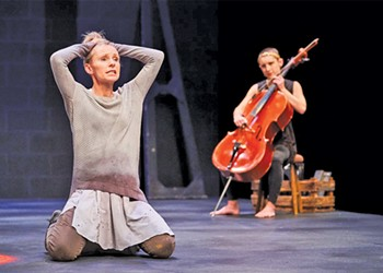 Less is More in Cleveland Play House's Powerful Production of 'An Iliad'
