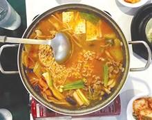eat_2_korea_house_-_budae_jjigae_-_army_base_stew.jpg
