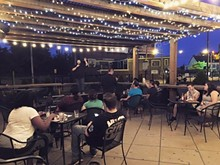 9fd436bf_comedy_unhinged_free_laughs_cleveland_ohio_bounce_patio.jpg