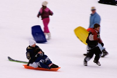 sledding-in-cleveland-metroparks-with-family.jpg