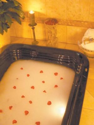 2013-11-20-sav-day-spa-gg-rose-petal-bath.jpg