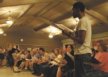 Philharmonic Chorus brings 'Good Vibrations'