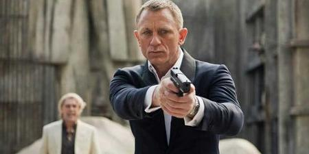 daniel-craig-gun-james-bond.png