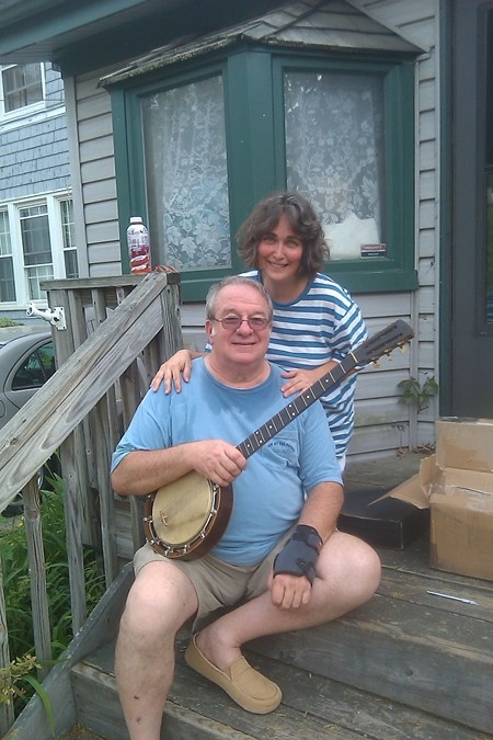 Bob Zentz and Jeanne McDougall and Zentz's Shackleton banjo replica.