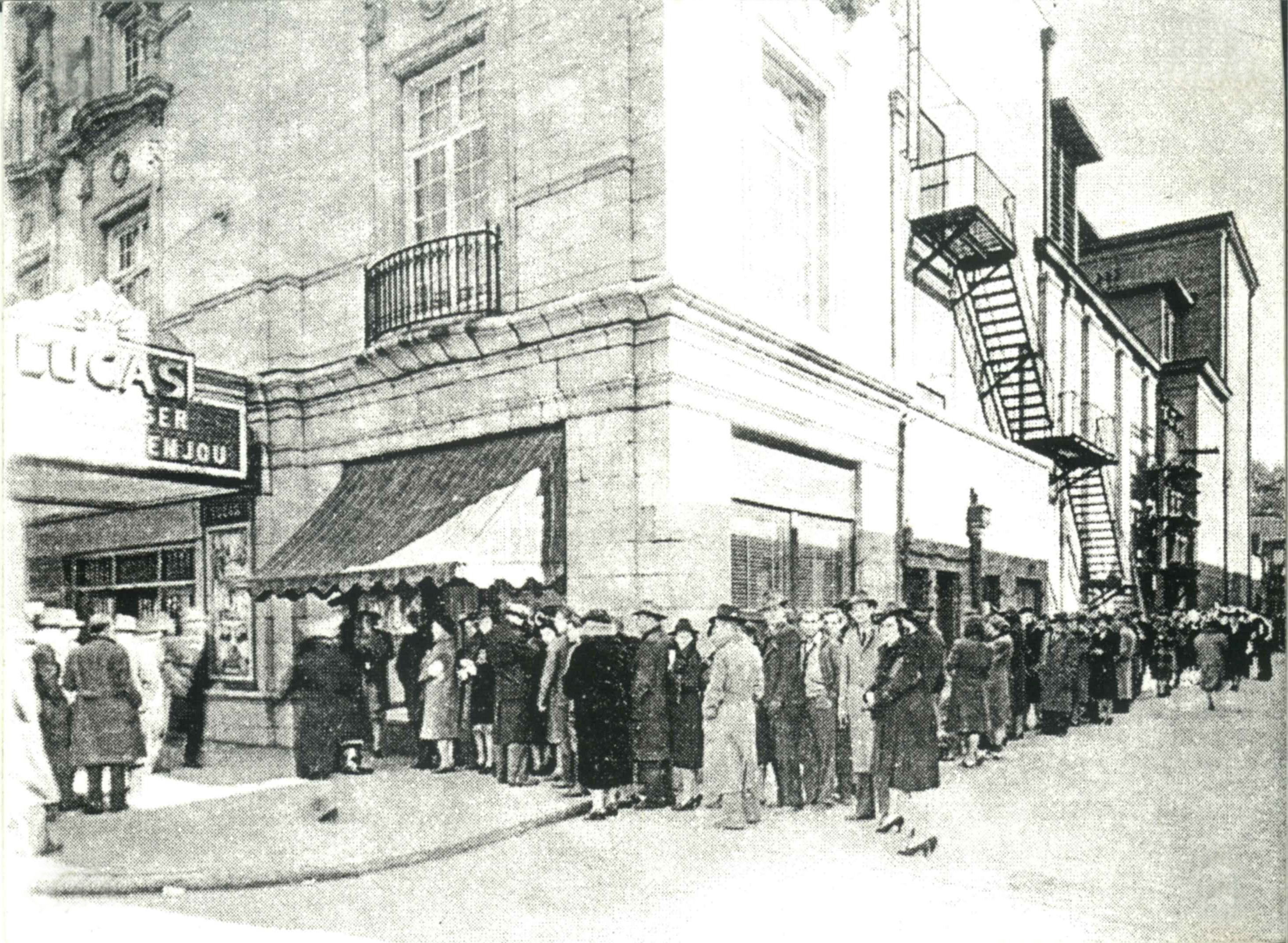 Archival photo of line at opening of Gone With The Wind at the Lucas in 1939.