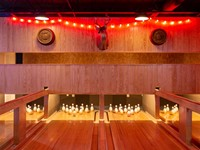 Moodright's: Bowling & booze in Starland