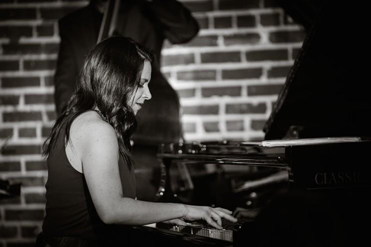 Annie Booth - ARMANDO MARTINEZ