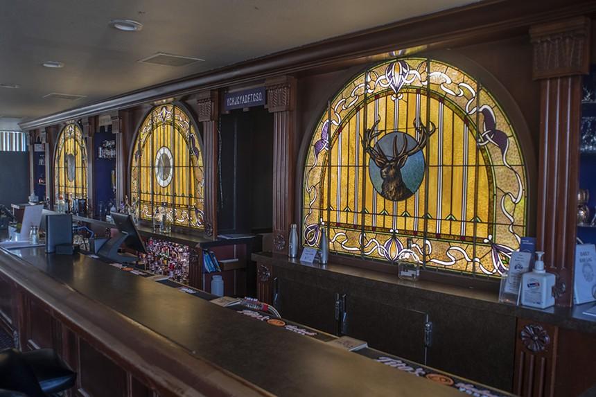 The Jolly Corks bar at the Denver lodge. - EVAN SEMÓN