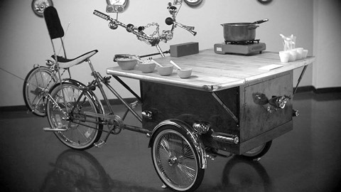 Cajun food served a la (bike) cart.