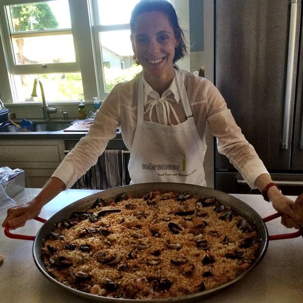 Camila Loew, paella master. - CAMILA LOEW