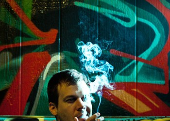 A Guide to Smoking at East Bay Bars