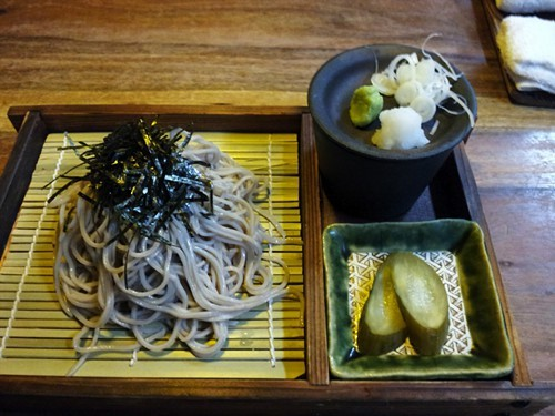 Ippukus <em>zaru</em> soba, served with all of the traditional accoutrements.