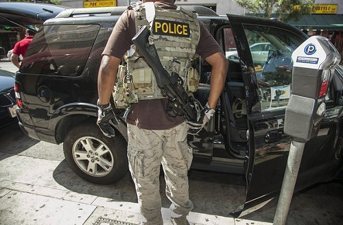 la-ed-marijuana-raids-los-angeles-20120927-001.jpg