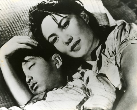 Bai Yang comforts her child in The Spring River Flows East.