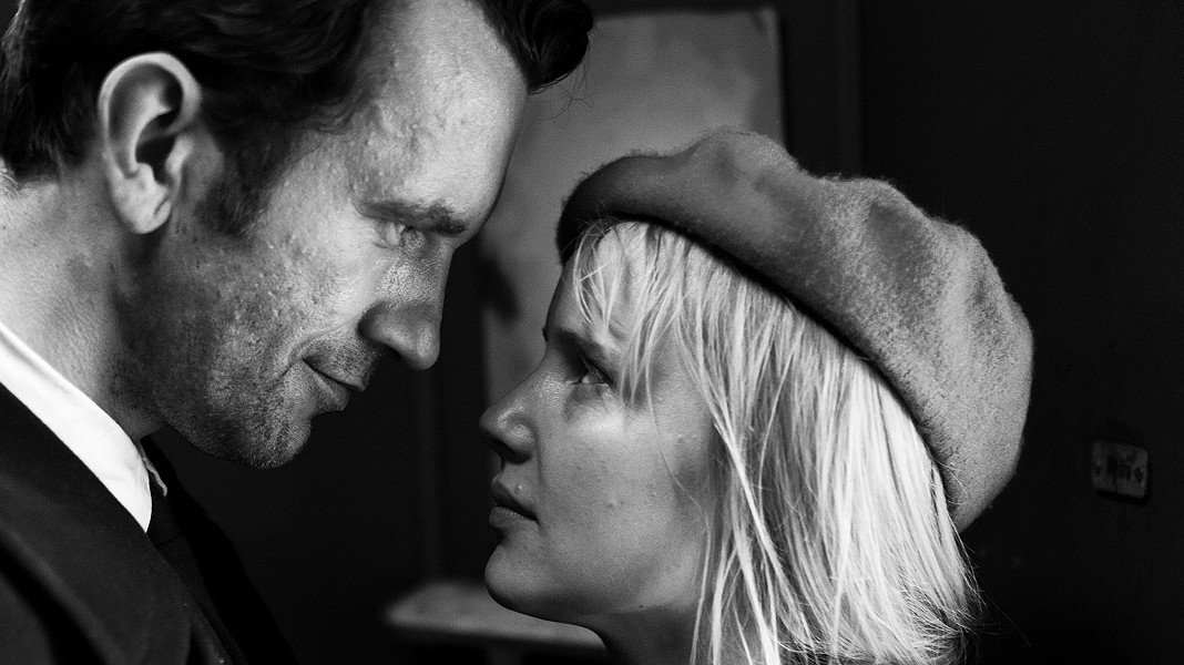 Tomasz Kot and Joanna Kulig perform music together in Cold War.