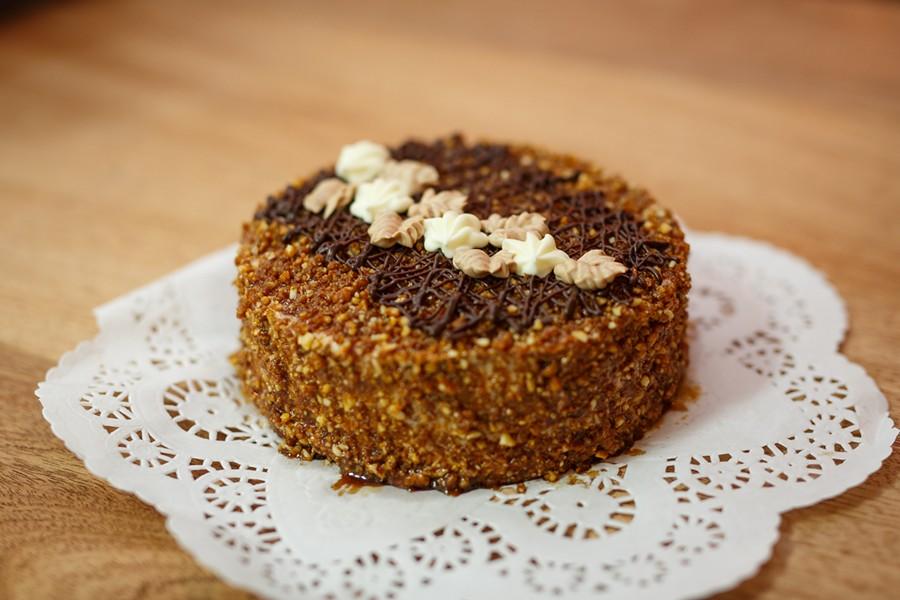 The seven-layer honey cake known as medutis. - MAMA PAPA LITHUANIA