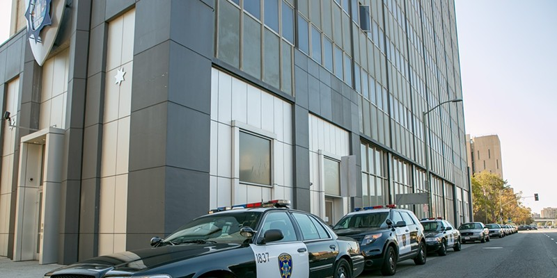 Oakland Police Respond to Stand-off/ Hostage Situation