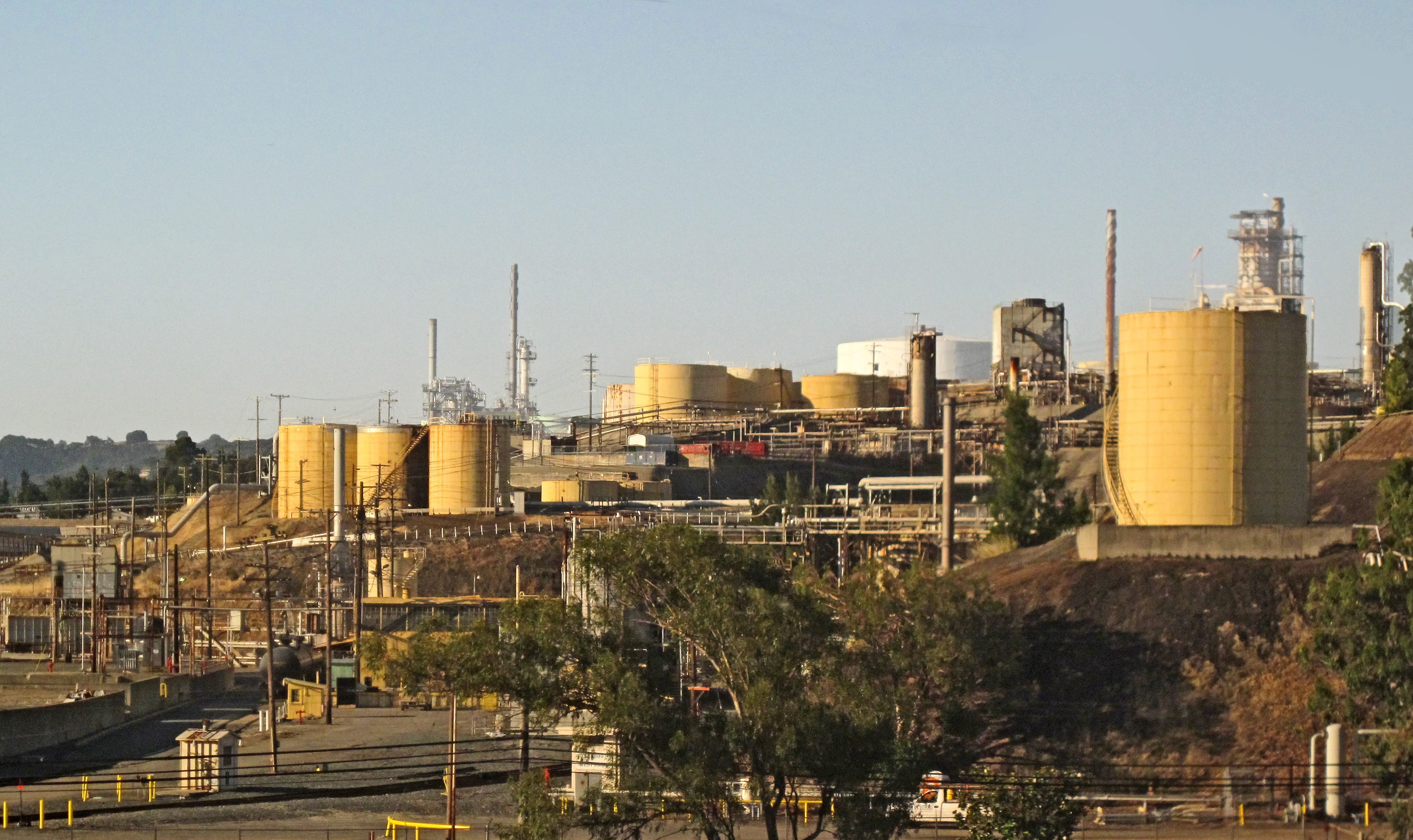 Benicia blocks oil by rail plan east bay express click to enlarge valero refinery in benicia wikimedia commons malvernweather Choice Image
