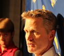 Thursday's Briefing: PG&E power outage continues, rankling residents; Trump picks on Steve Kerr