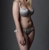 f67e81e6d6a9fea56ddc12163cc7321c--girls-in-lingerie-pretty-lingerie.jpg