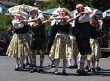 Schuplattler dancers.