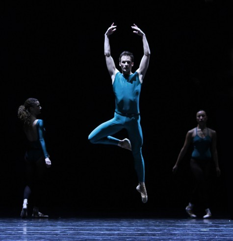 joffrey_ballet_in_the_middle_somewhat_elevated_rory_hohenstein_alexis_polito_anastacia_holden_photo_herbert_migdoll.jpeg