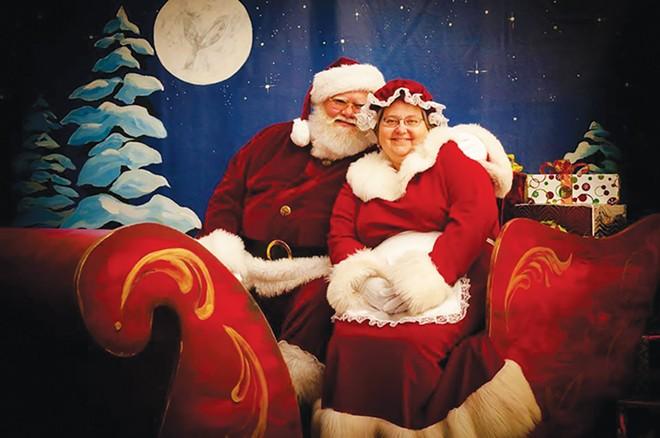 Santa Ray with Mrs. Claus. - COURTESY GIGSALAD.COM/SANTA_RAY_SPRINGFIELD