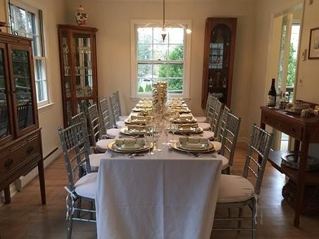 holidaysurvival2thanksgiving-table-1888643__340.jpg