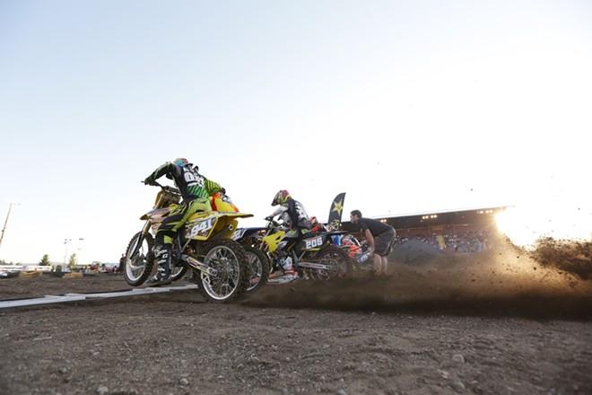 250 cc pro riders start a Moto 1 race. - YOUNG KWAK
