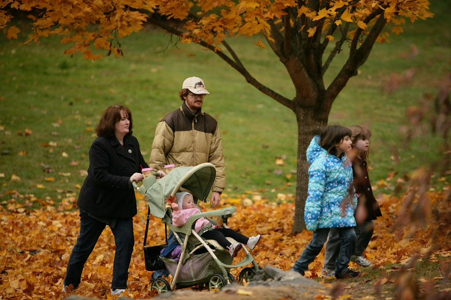 Annette Guise, left, pushing her daughter Zoey in a stroller, walks with (left to right) her brother Travis Myrich, 7-year-old Jessie Wagner and 4-year-old daughter Allison. - YOUNG KWAK
