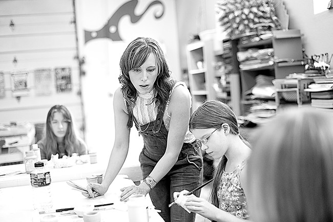 Arts on the Edge Program Director Jeni Riplinger-Hegsted, center, helps student Mayre Hitchcock. |young kwak photo