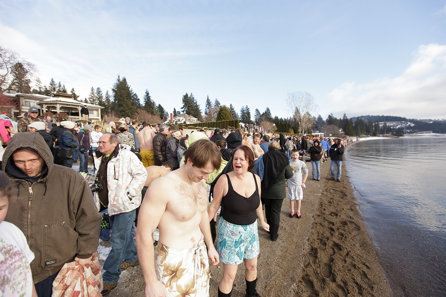 Connor Szott, left, and his mother Shellie wait for the beginning of the Polar Bear Plunge. - YOUNG KWAK