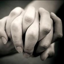 holding_hands_1418_1_jpg-magnum.jpg