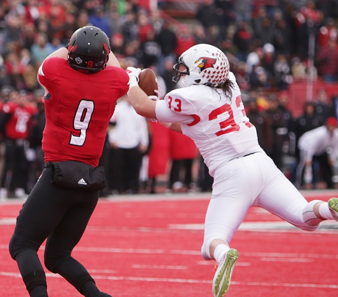 Illinois State linebacker Meehan Pat (33) breaks up a pass intended for Eastern Washington tight end Zach Wimberly (9) during the first half. - YOUNG KWAK