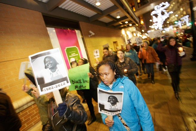Nia Rivers, center, walks down W. Main Ave. - YOUNG KWAK