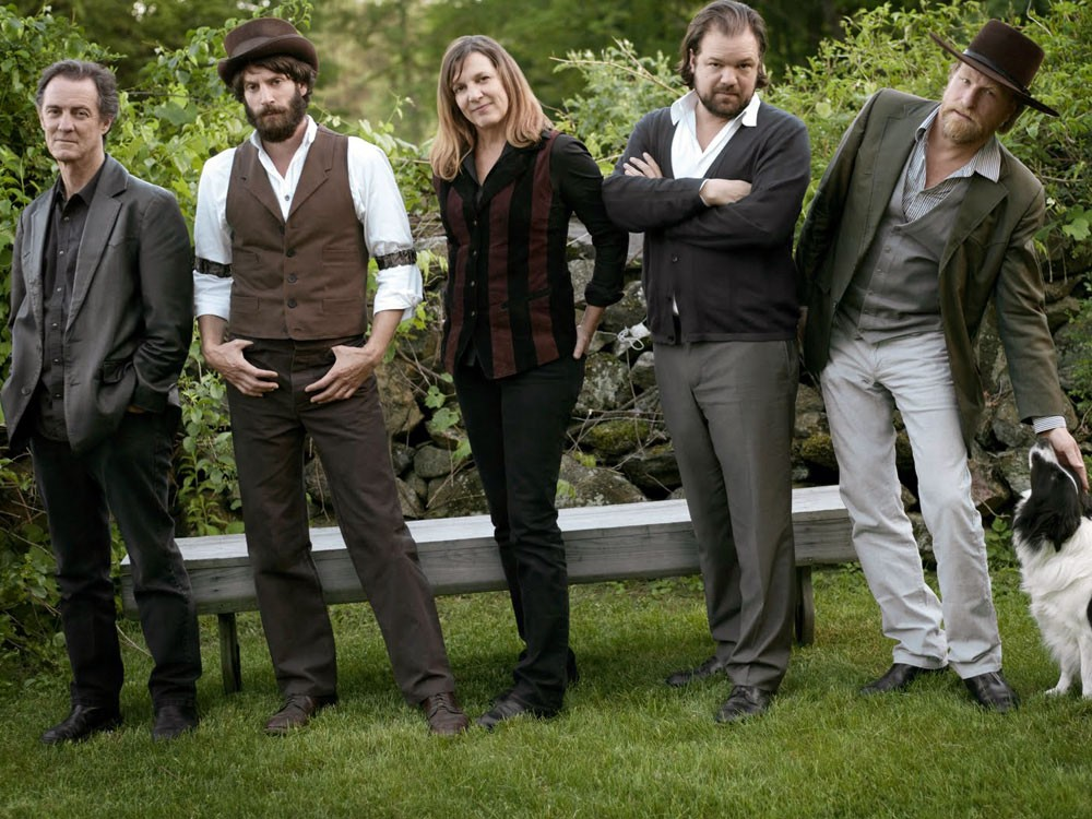 Ray Lamontagne (second from left)