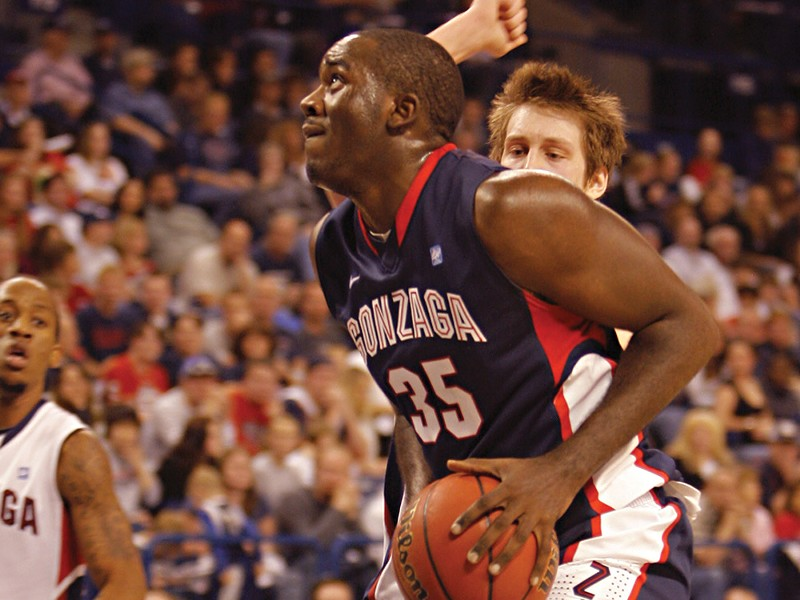"""Sam Dower at this year's season-opening scrimmage. """"He's willing to learn to get better,"""" says teammate Robert Sacre. - YOUNG KWAK"""