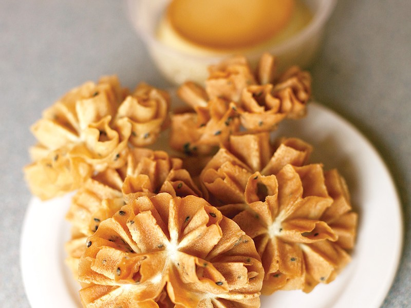 Somkhit Buerger's Thai water lily flower crackers and coconut flan - YOUNG KWAK