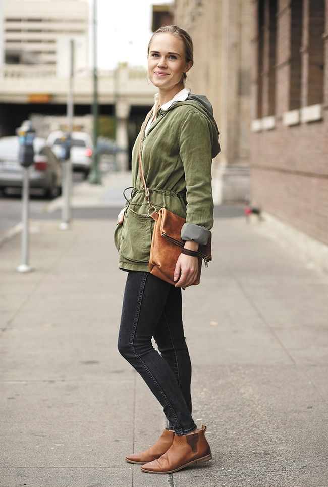 Teddi Cripps shows off her Hustle & Hide Medina satchel and wrap bracelet. - YOUNG KWAK
