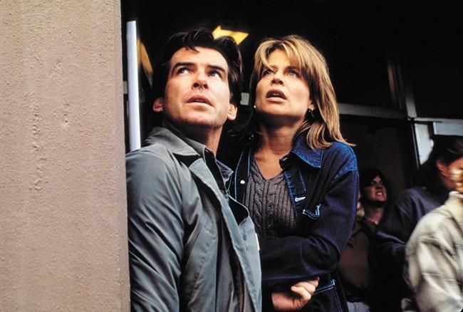 Pierce Brosnan (left) and Linda Hamilton in Dante's Peak.