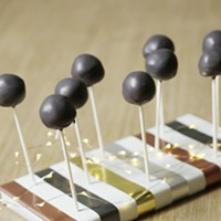 Homemade cake pops are a delicious gift for family and friends
