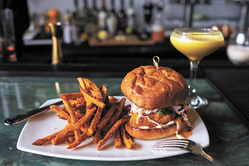 "Rüt's Fried ""Not-Chicken"" Sandwich - HECTOR AIZON PHOTO"