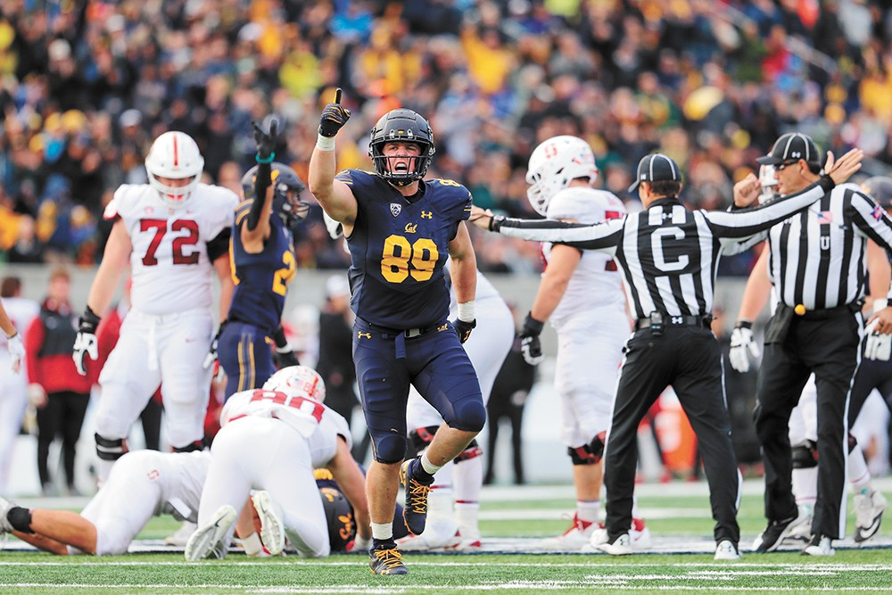 Evan Weaver (89) could be in the NFL next year. - AL SERMENO/KLS FOTOS PHOTO